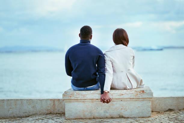 entspannung mit den perfekten blick - schwarze romantik stock-fotos und bilder