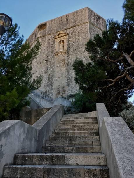 要塞 Lovrijenac、ドブロヴニク旧市街、クロアチアの壁に聖ブレーズの救済 ストックフォト