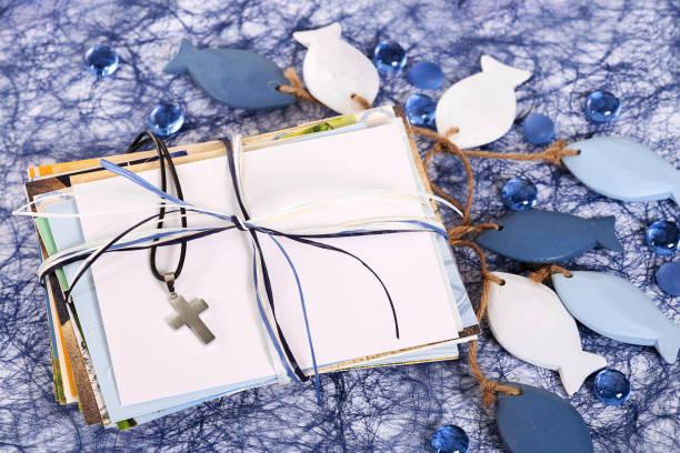 religion, taufe, kommunion, bestätigung - geschenk zur taufe stock-fotos und bilder