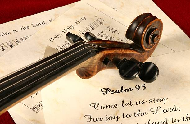 religiöse: psaltery 95 schriften eingemeißelt serie mit violine und hymnen - psalm stock-fotos und bilder
