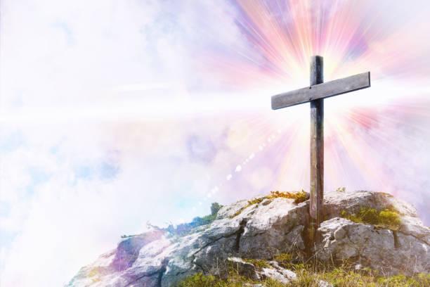 十字架在山頂的宗教標記法 - 象徵主義 個照片及圖片檔
