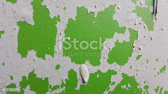 629255068 istock photo Remains of old paint on the painted surface 672762572