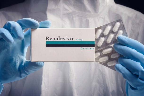 Remdesivir Medical worker holding pack of remdesivir pills antiviral drug stock pictures, royalty-free photos & images