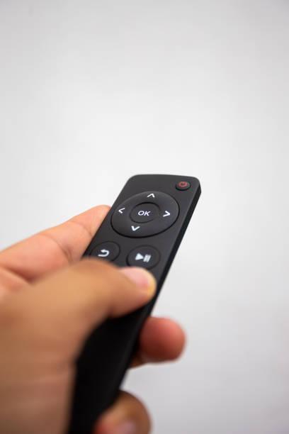 control remoto para dispositivos de transmisión de vídeo - gerardo huitrón fotografías e imágenes de stock