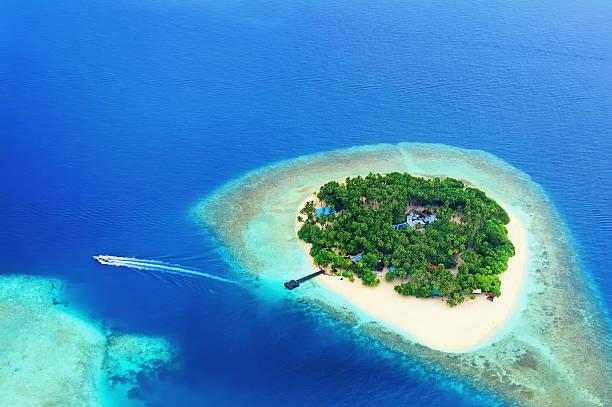Isola remota nell'oceano - foto stock