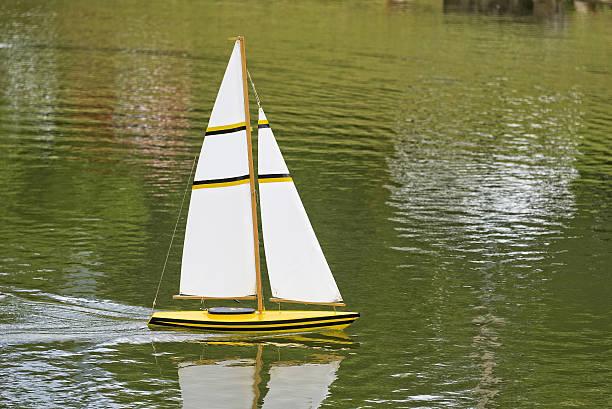 remote sailboat - teichfiguren stock-fotos und bilder