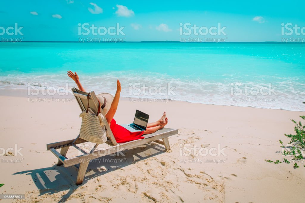 remote work concept -happy young woman with laptop on beach zbiór zdjęć royalty-free
