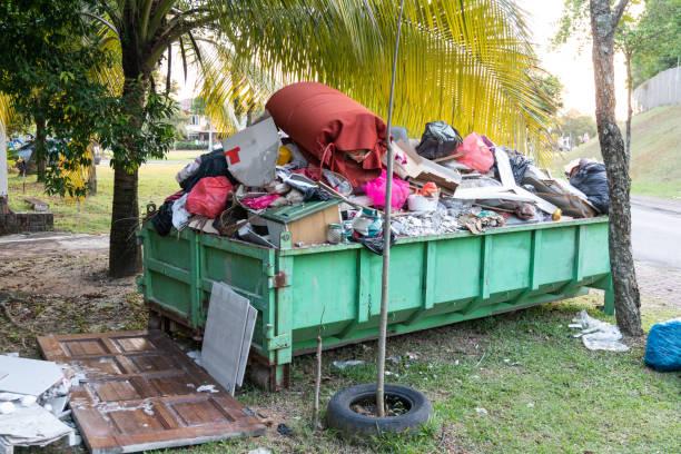 Mülldeponien mit Ladung Material zur Entsorgung – Foto
