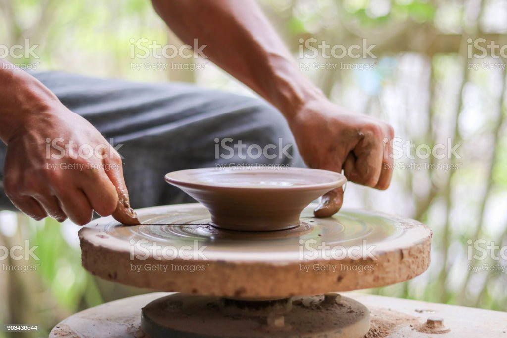 Removing a Plate From The Wheel - Zbiór zdjęć royalty-free (Artysta)