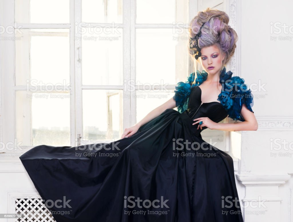 Renaissance woman on window стоковое фото