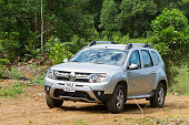 Renault Duster 4x4 AT car