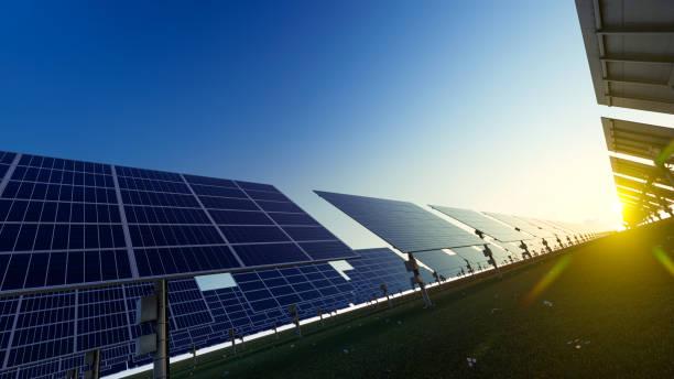 Rendern von Solarmodulen aus einem niedrigen Winkel – Foto