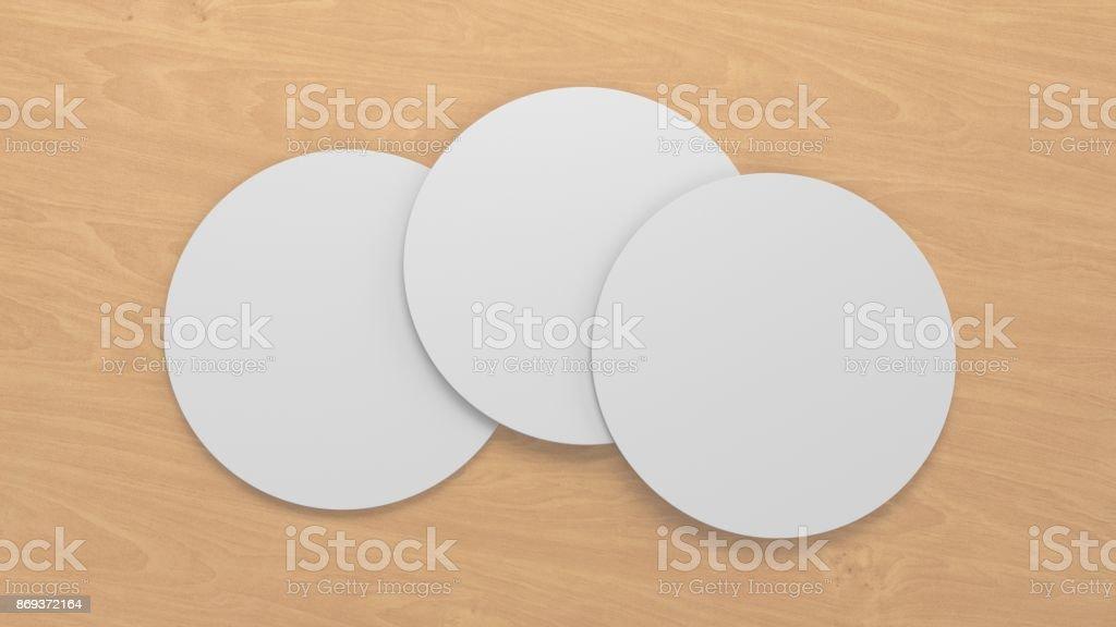 Posavasos de representación blanco 3D aislados sobre fondo de madera - foto de stock