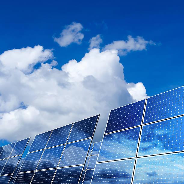 painéis de energia solar renovável (xxl - solar panel imagens e fotografias de stock