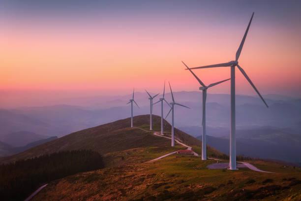 energía renovable con turbinas eólicas - foto de stock