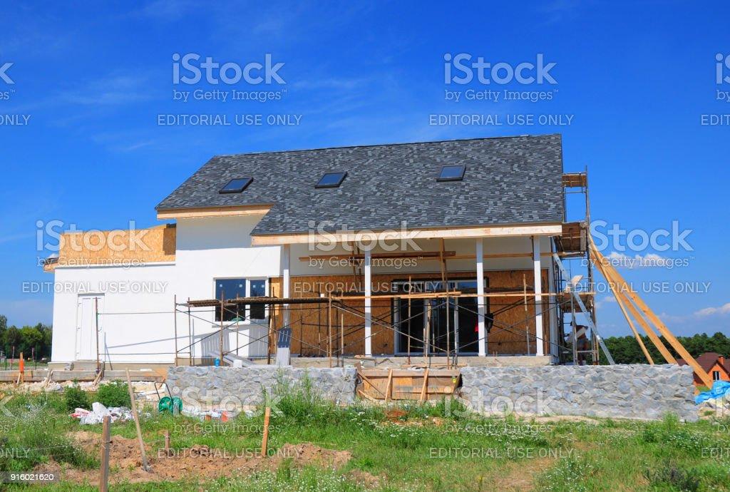 Renovar Y Reparar Muro De Fachada De Casa Residencial Con
