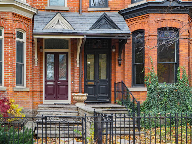 renovated and gentrified old Victorian townhouses renovated and gentrified old Victorian townhouses townhouse stock pictures, royalty-free photos & images