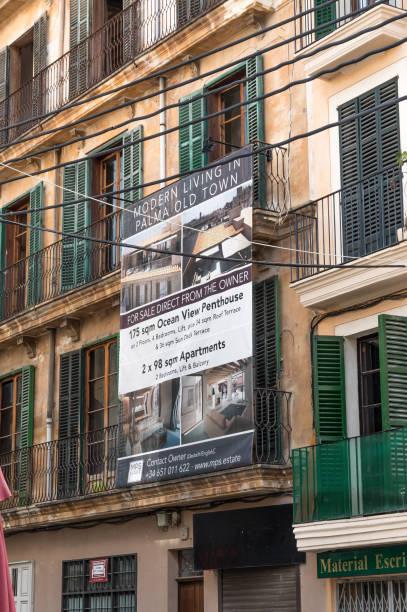 Apartamentos renovados y businessl unidades por debajo en el centro histórico de Palma de Mallorca - foto de stock