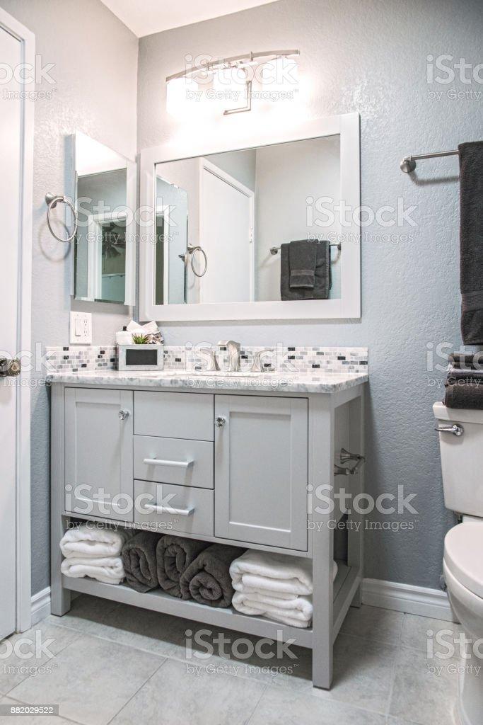 Reformado baño residencial - foto de stock