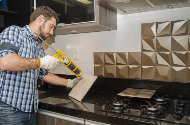 renovierung der küche - keramik fliesen handwerk stock-fotos und bilder