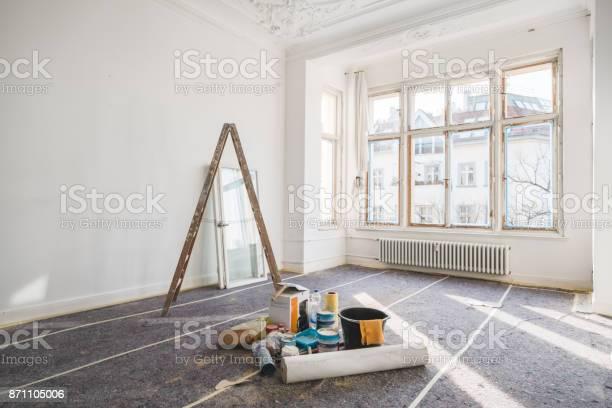 Renovatie Concept Kamer In Het Oude Gebouw Tijdens Het Herstel Stockfoto en meer beelden van Achtergrond - Thema