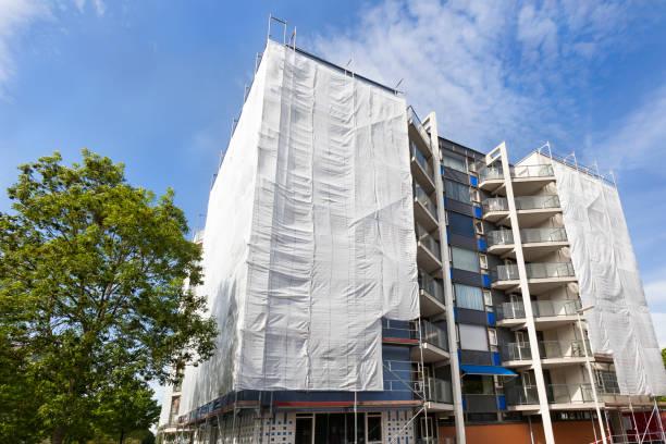 Renovatie van een flatgebouw in Nederland foto