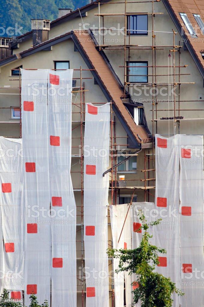 Sanierung des Mehrfamilienhauses Fassade – Foto