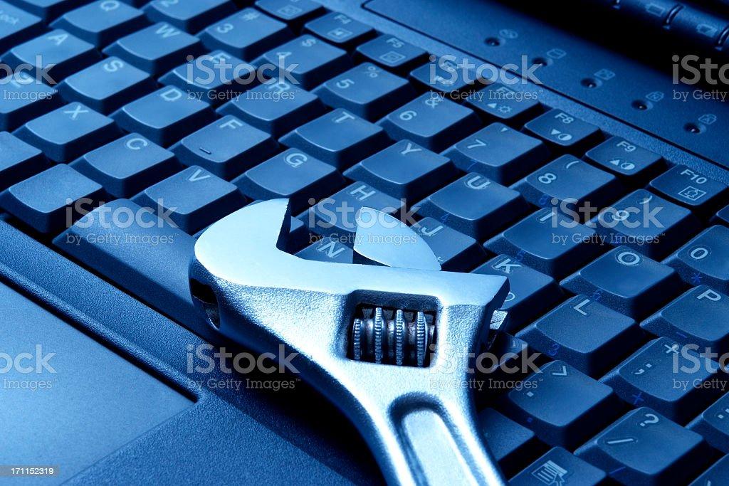 Réparation-teinté bleu image de clé sur l'ordinateur portable - Photo