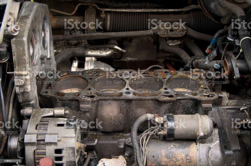 Repair Engine Disassembled Cylinder Block And Timing Chain