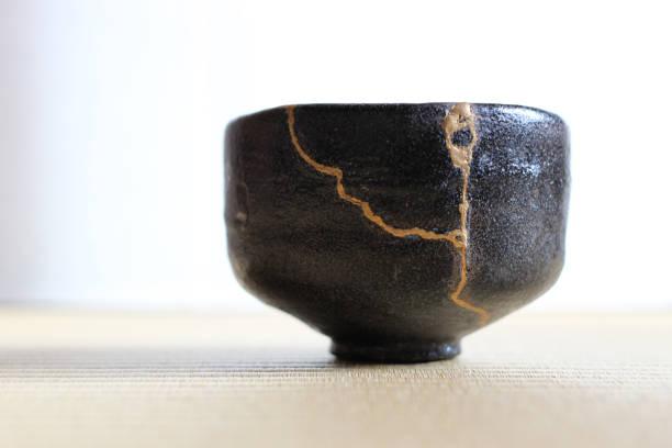 reparación de grieta taza de té de cerámica - alfarería fotografías e imágenes de stock