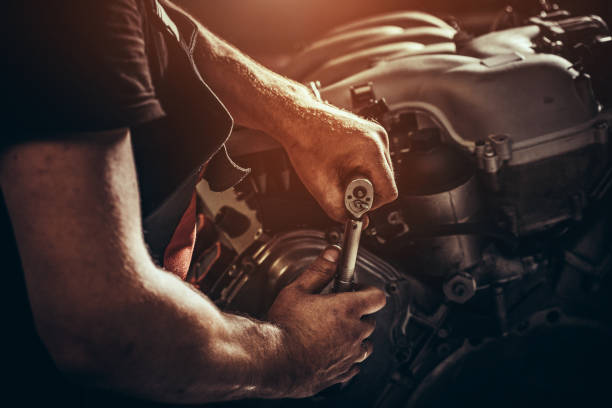 Repairing V10 engine in auto repair shop Repairing V10 engine in auto repair shop mechanic stock pictures, royalty-free photos & images