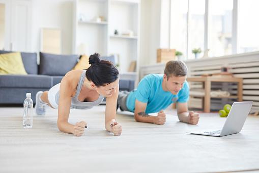 Repeating After Online Trainer - zdjęcia stockowe i więcej obrazów Chłopak