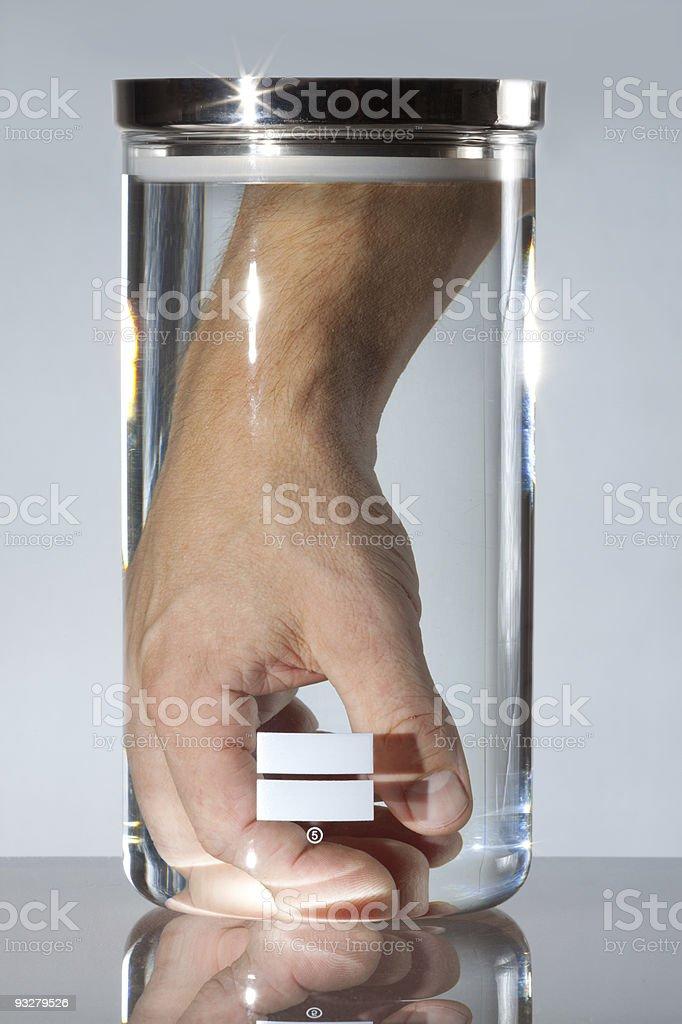 Ersatz hand in Behälter – Foto