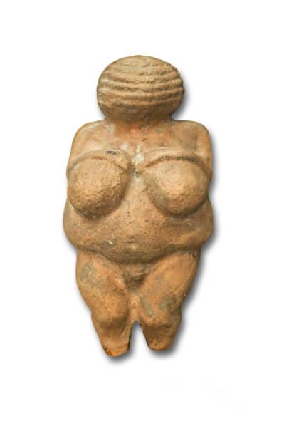réplique de vénus de willendorf, ancienne sculpture célèbre de l'âge de pierre - venus photos et images de collection