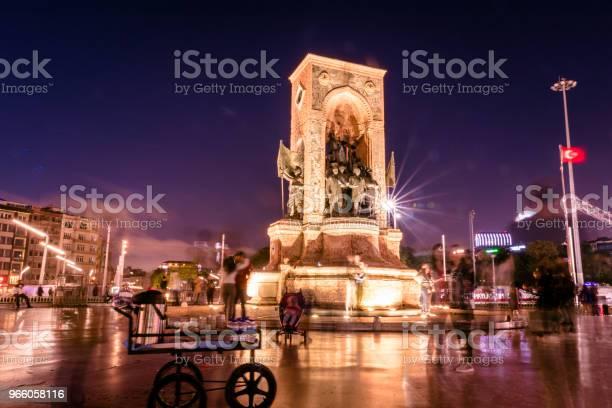 Republiken Monumentet På Taksimtorget I Istanbul-foton och fler bilder på Aktivitet