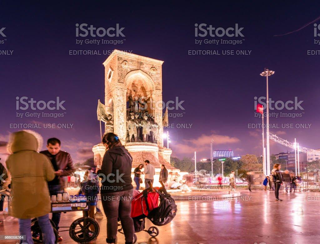 Republik-Denkmal am Taksim-Platz in Istanbul - Lizenzfrei Abenddämmerung Stock-Foto