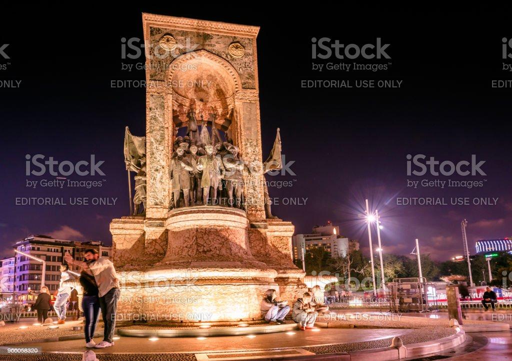 Republiken monumentet på Taksimtorget i Istanbul - Royaltyfri Aktivitet Bildbanksbilder