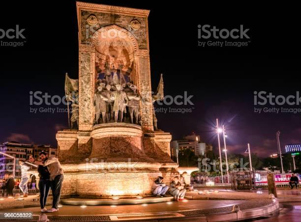 Republikdenkmal Am Taksimplatz In Istanbul Stockfoto und mehr Bilder von Abenddämmerung