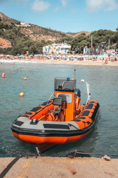 räddningsbåt på stranden - livbåt bildbanksfoton och bilder