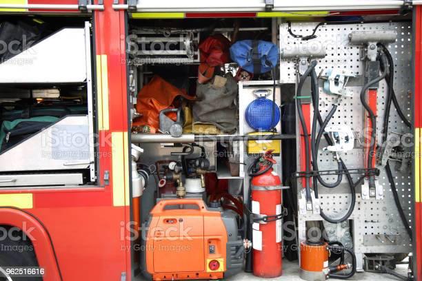 Foto de Equipamento De Resgate Dentro Embalado Dentro De Um Caminhão De Bombeiros e mais fotos de stock de Acidente de Carro