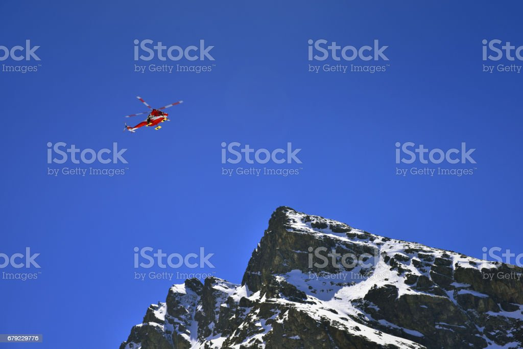 Rescue helicopter over the Tatra mountain peak. - foto de acervo