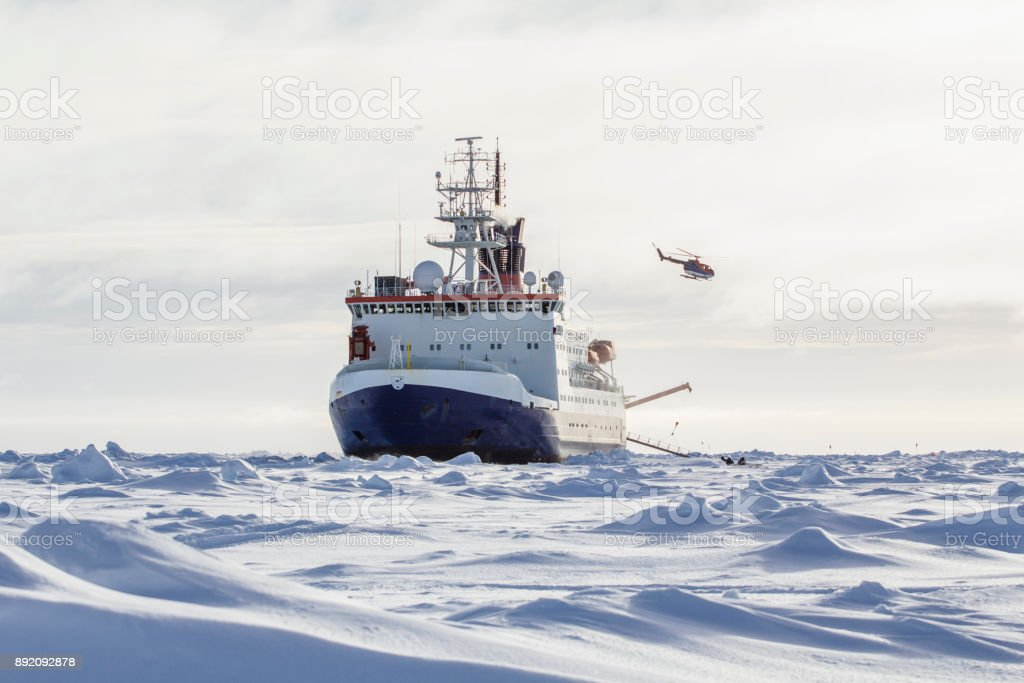 Research icebreaker and helicopter – zdjęcie