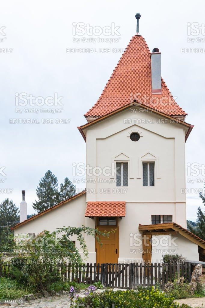 Annexe résidentielle près de l'église de la transaction (Saint-Nicolas) dans le château dans la vieille ville. Ville de Sighisoara en Roumanie - Photo