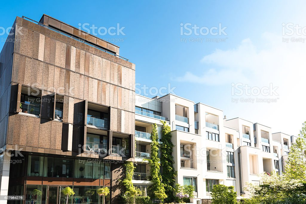 residential architecture in Berlin Prenzlauer Berg - foto de stock