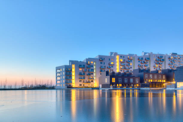Zona residencial en el distrito de Orestad en Copenhague - foto de stock