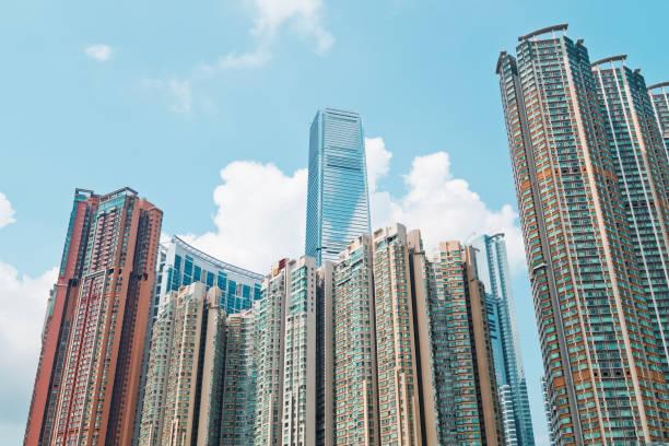 wohngebäude in hong kong. - kowloon stock-fotos und bilder