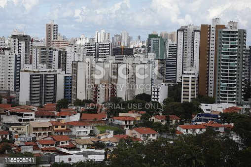 salvador, bahia / brazil  - October 1, 2019: View of residential and commercial buildings in the Pituba neighborhood (ISTOCK / Joa Souza).