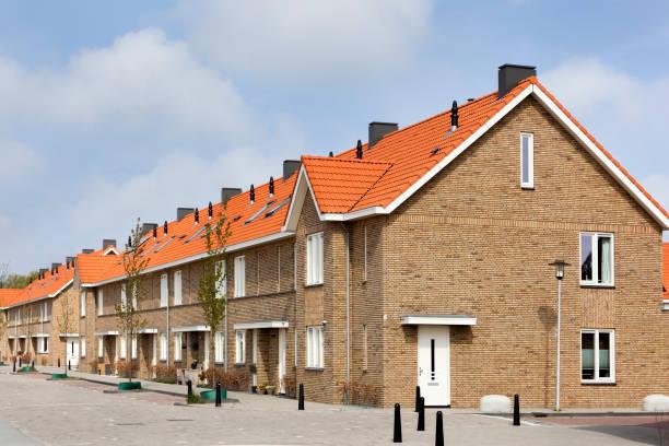 Woonwijk met hedendaagse huizen foto