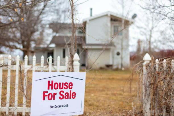 wohnheim wohnen bereich immobilien zum verkauf in amerika - immobilienangebote stock-fotos und bilder