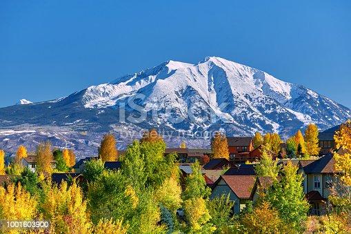 istock Residential neighborhood in Colorado at autumn 1001603900